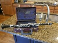 Yamaha 34 clarinet with case and cleaning kit