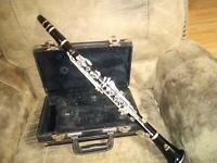 VINTAGE FRANK HOLTON CLARINET WITH CASE