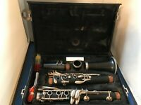 ARTLEY 18S STUDENT CLARINET IN HARD CASE W/ ACCESSORIES