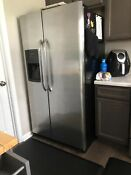 Refrigerator Freezer With Ice Maker Stainless Steel Pick Up Only Ffhs2622msya