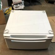 Pair Of Lg 27 Washer Dryer Laundry Pedestals Wdp3w W Pull Out Drawer White
