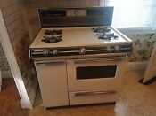 Caloric Four Burner Gas Stove In Excellent Condition