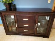 Raymour And Flanigan Batavia Dining Room Sideboard/buffet With Glass And Lights