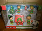 Peanuts Gang Charlie Brown Christmas Holiday Deluxe Figure Set Snoopy New 2015