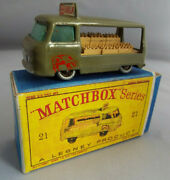 Matchbox Lesney No.21c Commer Milk Float In Box White Cow Decals