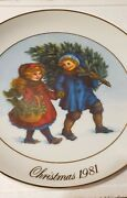 Avon 1981 And 1982 Collectible Christmas Memories Plate Set In Box 22k Gold Trim
