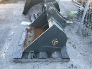 General Purpose Backhoe Pin-on Bucket - 0.466 Cyd Capacity 36andrdquo Wide