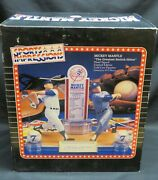 Mickey Mantle Ny Yankees Switch Hitter Hand-signed Sports Impression Figurine