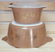 Pyrex Early American 1 And 2 1/2 Quart Casseroles Light Brown With Gold Detail