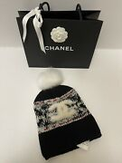 Nwt Classic Beanie Winter Hat Black With Ivory Red