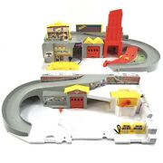 Hot Wheels 2015 Car Wash And Service Station Fold Up Carry City Playset