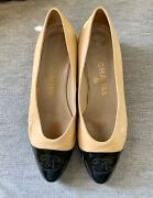 Authentic Vintage Ladies Flat Shoes. Beige And Black Cap Toe In Size 7.