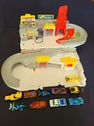 2015 Hot Wheels Sto And Go Folding Race Track Car Wash Service Station + 9 Cars