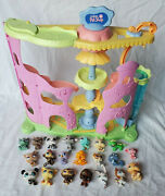 2006 Hasbro Lps Littlest Pet Shop Round And Round Pet Town Playset W/ 21 Pets