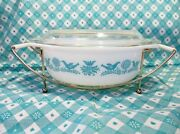 Vintage Pyrex 1 1/2qt Bluebird Casserole Dish, Lid And Carrier In Excellent Cond.