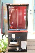 Victor Model 88 - 5 Cent Gum Vending Machine With Key