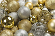R N' D Toys 100 Gold And Silver Christmas Ornament Balls Shatterproof +100 Metal