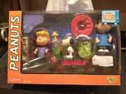 2002 Memory Lane Peanuts It's The Great Pumpkin Charlie Brown Figure Collection