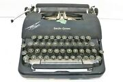 Vintage Lc Smith-corona Clipper Portable Typewriter With Case, Black