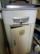vintage 1950 Westinghouse Roaster Oven White And Silver. Never Been Used