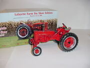 1/16 Farmall 200 Wide Front Tractor By Ertl Nib 2000 Lafayette Toy Show