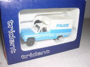 Trident 90082 Chevy Police Van Truck Blue And White H.o.scale 1/87
