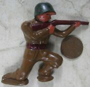 Vintage Manoil Barclay Soldier On Knee With Red Rifle Green Helmet Pod Foot