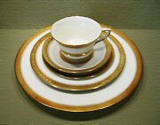 Rare Royal Worcester Coronet 40 Pc / 5 Pc Place Setting Service For 8 Mint