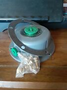 1698 Skf Scotseal Hubcap 6-bolt Fits Commercial Truck/trailer. Condition Is New