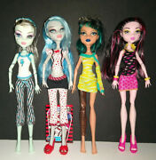 4 Monster High Dolls Draculaura Ghoulia Yelps Frankie Stein And Cleo De Nile