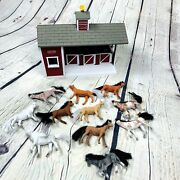 Breyer Horse Barn Stables With 11 Flocked Horses Ponies Playset Stablemates