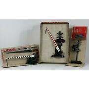 Lionel - Set Of Three Crossing Signals - Crossing Gate, Banjo Signal, And Gate
