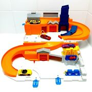 Hot Wheels Slo And Go Fold Out Service Station Playset With 4 Cars 2015 Dmw90