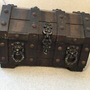 Vintage Treasure Chest Whiskey Bar Decanters And Shot Glasses Set