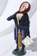 Byers' Choice The Carolers Old Befana Witch Old Lady Sweeping Figure
