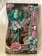 Monster High Frights Camera Action Honey Swamp Hauntlywood Doll New 2013