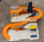 2015 Mattel Hot Wheels Stow And Go Folding Race Track Service Station