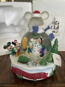 Disney 2001 Mickey Mouse And Friends Happy Holidays Music And Light Snow Globe