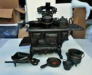 """Vintage Black Cast Iron """"crescent"""" Stove Salesman Sample Toy Stove And Accessories"""