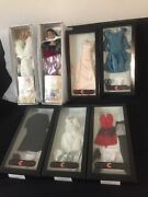 Lovely Lot Of 7 Collectibles Robert Tonner Andldquochicagoandrdquo Dolls And Fashion Outfits