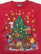 Vtg Peanuts Snoopy Friends Decorate The Christmas Tree Mens Or Womens T-shirt