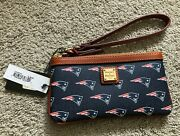 New Dooney And Bourke Nfl New England Patriots Wristlet Pouch Wallet
