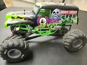 Axial Smt10 Grave Digger 110 Scale 4wd Monster Rtr Truck - Axi03019
