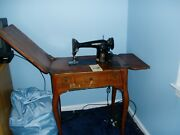 Working Vintage Black Singer Sewing Machine In Cabinet Pick Up Only