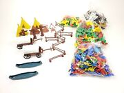 Lot Of Over 400 Pieces Plastic Cowboys And Indians Horses Canoes Farm Animals