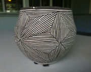 Lucy Lewis Pottery - Acoma Pueblo, Nm Signed Jar - 4h X 4.5w