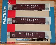 Walthers 932-34055 61' Wood Chip Car 3-pack Milwaukee Road Milw With Load