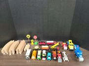 Thomas The Train Set 8 Characters 6 Cars 14 P. Track Signs And Few Throw Inand039s
