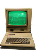 Apple Iie 2ecomputer With Monitor Duo Disk Drive Software And User Manuals