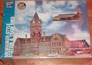Walthers 933-2943 Milwaukee Style Station And Train Shed